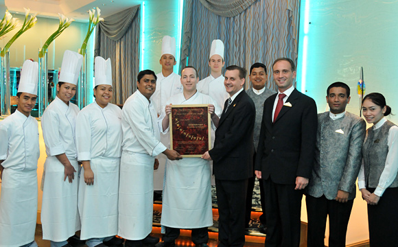 Sayad Restaurant - Seven Stars and Stripes - Award-Hand-Out